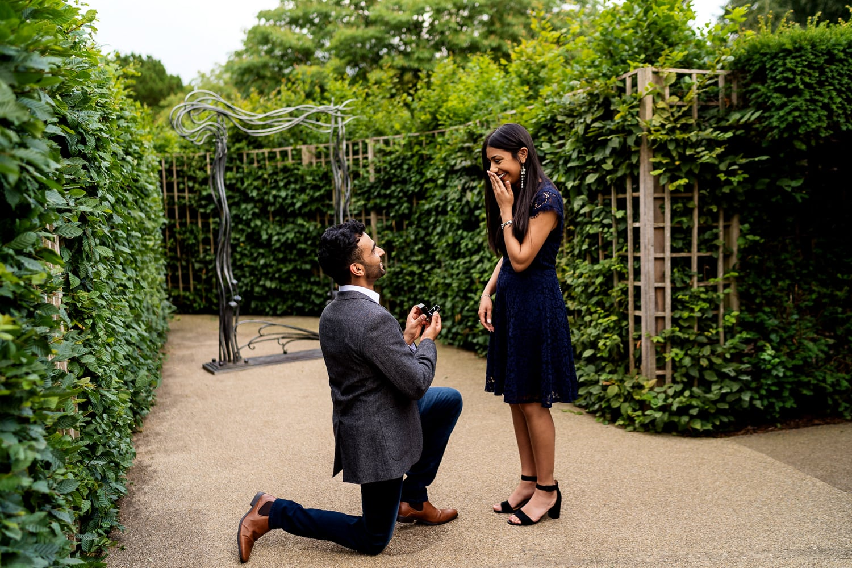 Initmate wedding proposal in Hampton Court Palace Gardens maze | Surrey