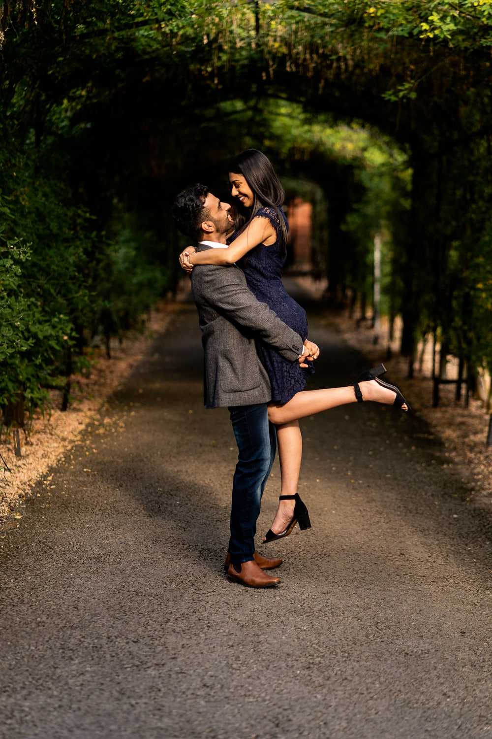 Lovers in intimate moment captured at Hampton Court Palace | Pre Wedding Shoot